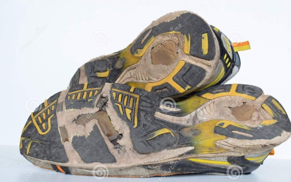 old-sport-shoes-old-jogging-shoes-old-sneakers-worn-out-sport-shoes-old-running-sport-shoes-pair-51789777.jpg